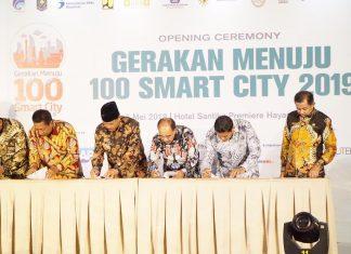 Walikota Kediri bersama kepala daerah lain menandatangi nota kesepahaman dalam Gerakan Menuju 100 Smart City 2019. (Foto: Humas)