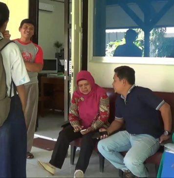 Sejumlah Wali Murid di Kantor Cabdindik Jawa Timur Kota Kediri