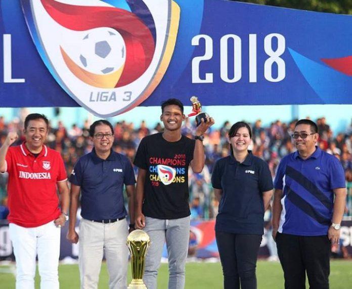 Septian Bagaskara saat menerima penghargaan sebagai Top Score Liga 3 2018 / @persikfcofficial