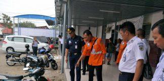 VP Daop 7 Madiun Heri Siswanto (seragam biru) saat mengecek tingkat pelayanan di Stasiun Kediri