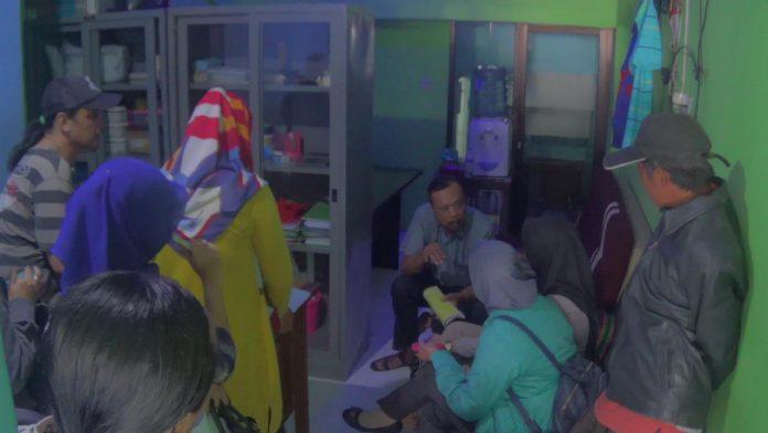 Suasana saat para user datangi kantor pemasaran di Ruko Hayam Wuruk