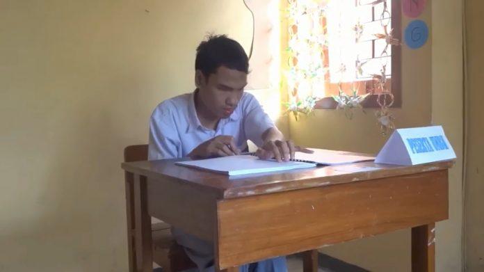 Siswa Tunanetra di Tulungagung Ikuti Ujian dengan Huruf Braille