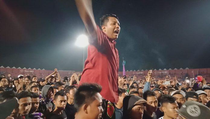 Aksi spontan Persik Mania usai laga melawan Persewar Waropen