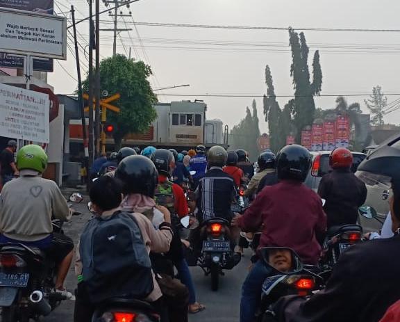 Perlintasan KA di Jl. Diponegoro Kota Kediri