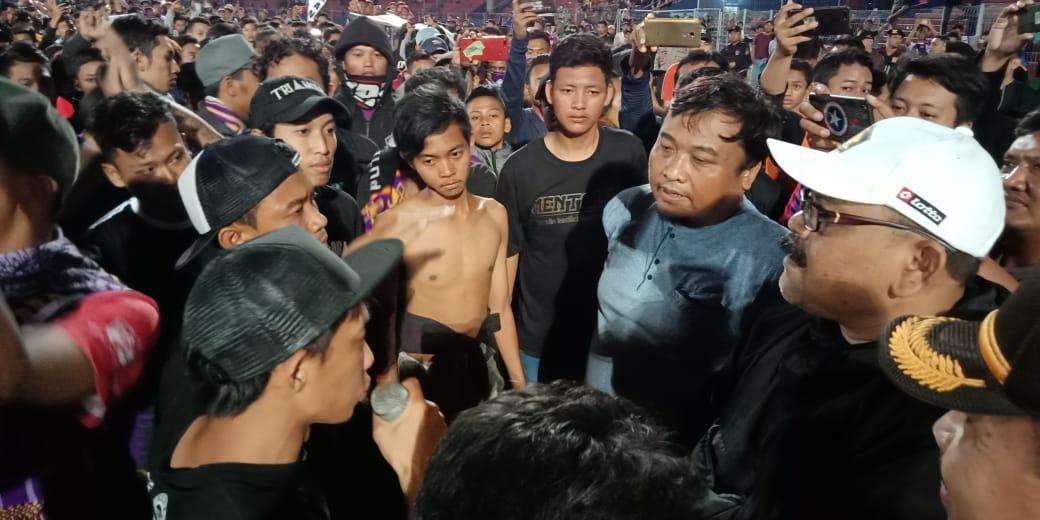 Suporter ditemui Manager Persik Kediri, Beny Kurniawan