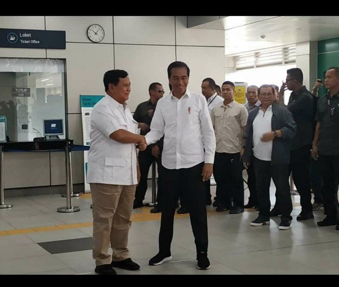 Jokowi dan Prabowo Akhirnya Bertemu di Stasiun MRT