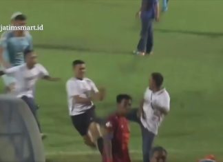 Laga Persela Lamongan kontra Borneo FC Berakhir Ricuh