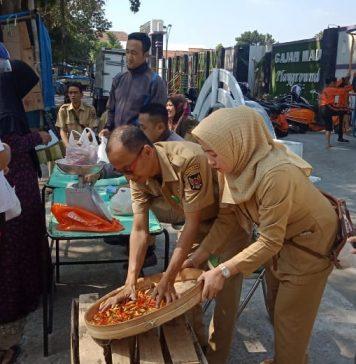 Operasi Pasar Murni cabai di lapangan Gajahmada Kota Kediri.