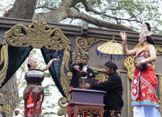 Prosesi penjamasan Prasasti Kuwak dalam tradisi manusuk sima.