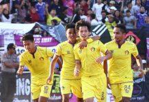 Selebrasi Persik Kediri usai mencetak gol penyama kedudukan melawan PSIM. (Dari kiri; Bagaskara, Arif Yanggi, Risna, Alek)